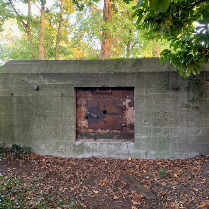 Spelen in de bunker naar het vakantiehuisje in Helenaveen
