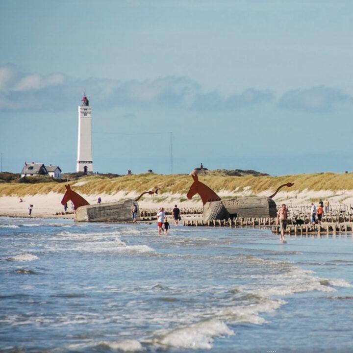 Strand en vuurtoren in Blåvand