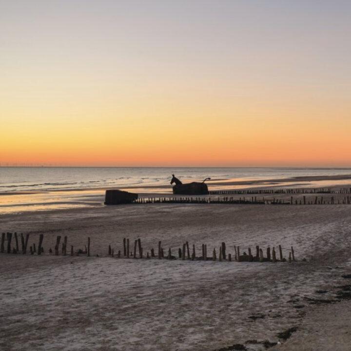 Zonsondergang aan het strand in Denemarken