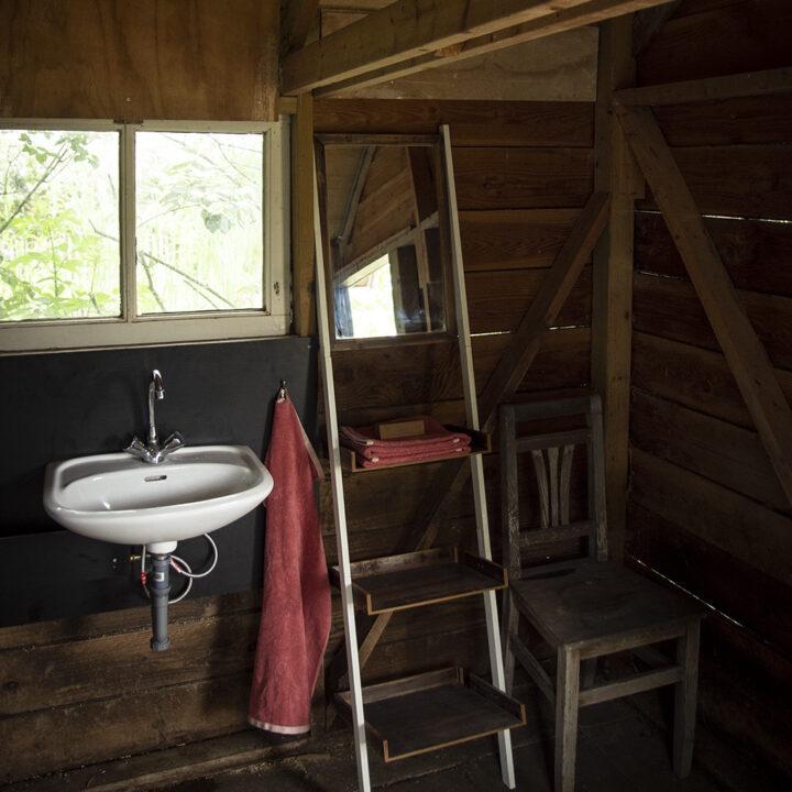 Badhuisje bij de dome tent