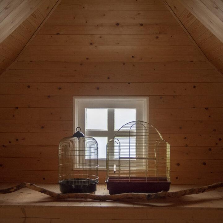 Slaapkamerraampje met twee kooitjes