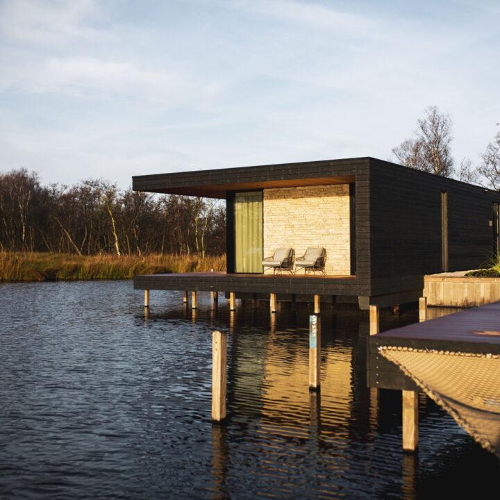 Vier watervilla's bij de jachthaven van Kortenhoef