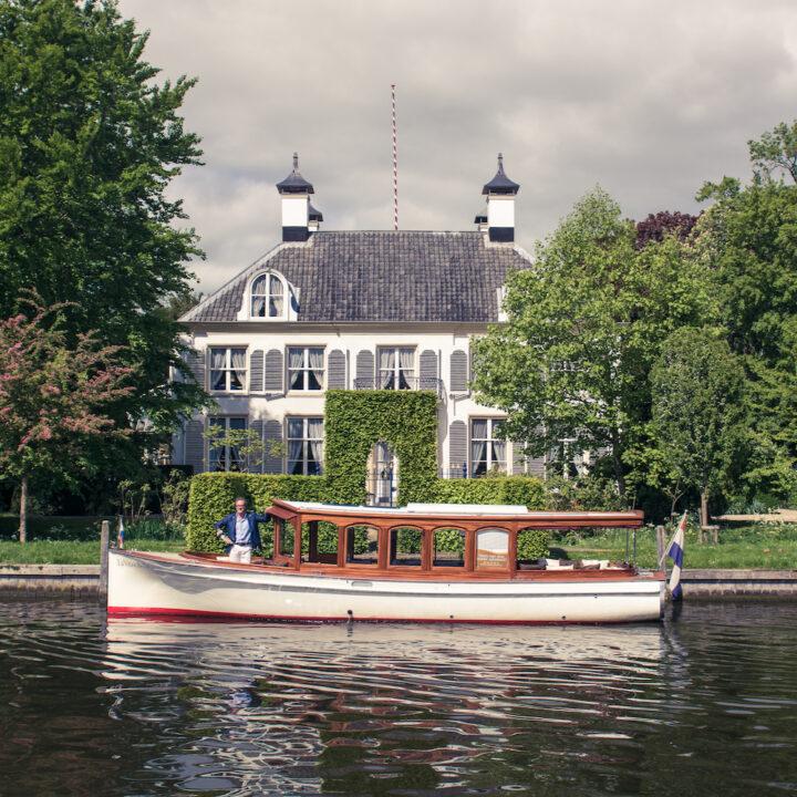 Varen over de Vecht met een authentieke Salonboot