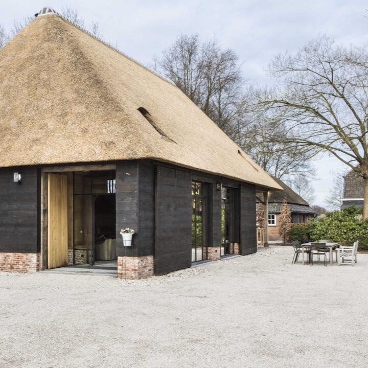 Historische schuur verbouwd tot inspiratielocatie bij ROOTS Business B&B