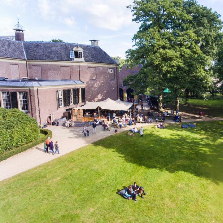 Het terras van Grand Café Groeneveld in Baarn