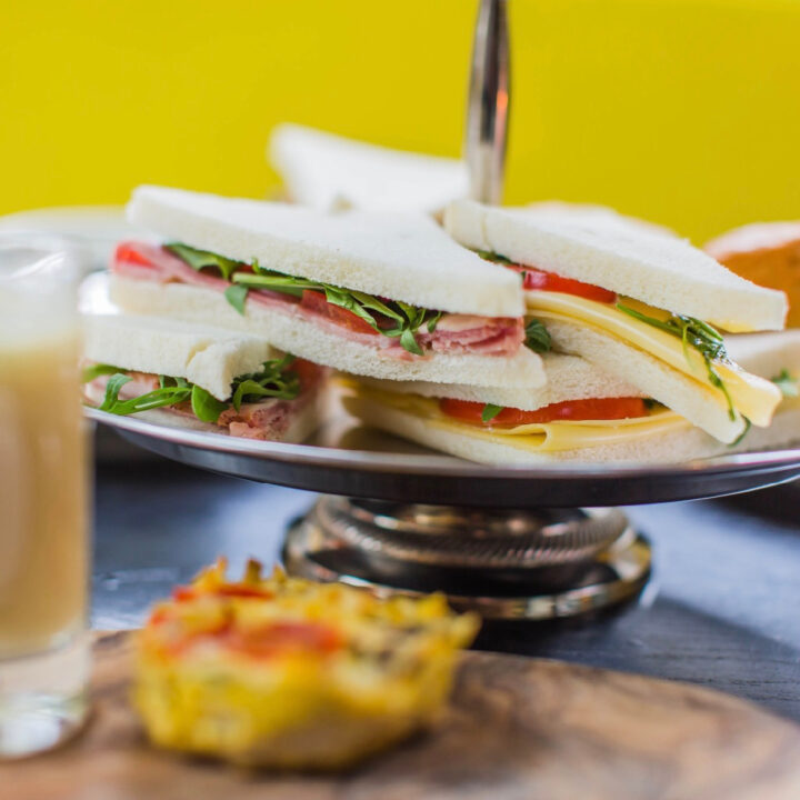 Sandwiches bij de high tea van Grand Café Groeneveld in Baarn