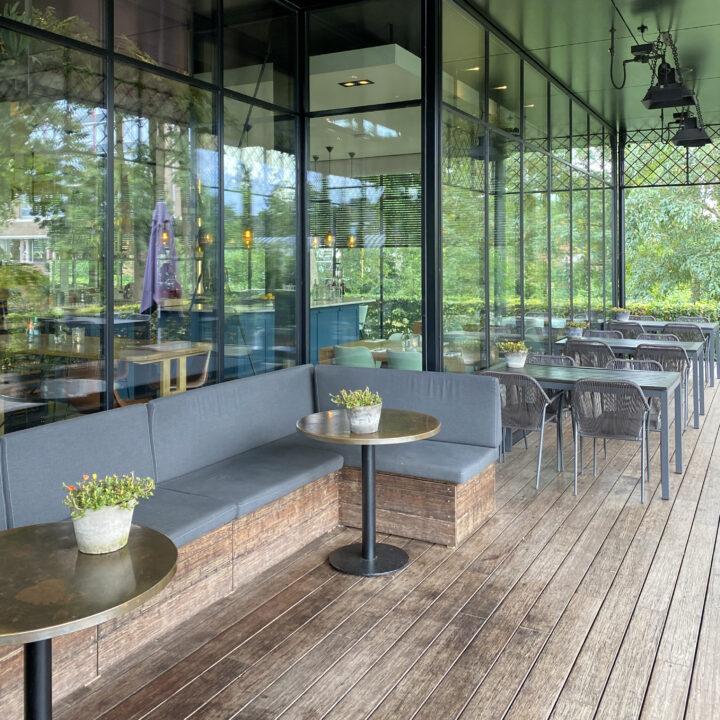 Overdekt terras bij het restaurant in Groenlo