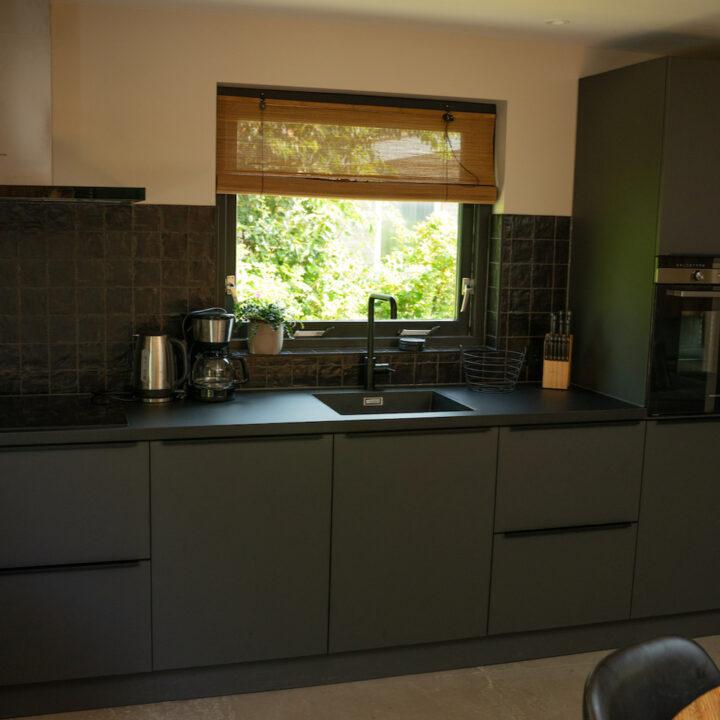 De keuken in het vakantiehuis in Callantsoog is van alle gemakken voorzien