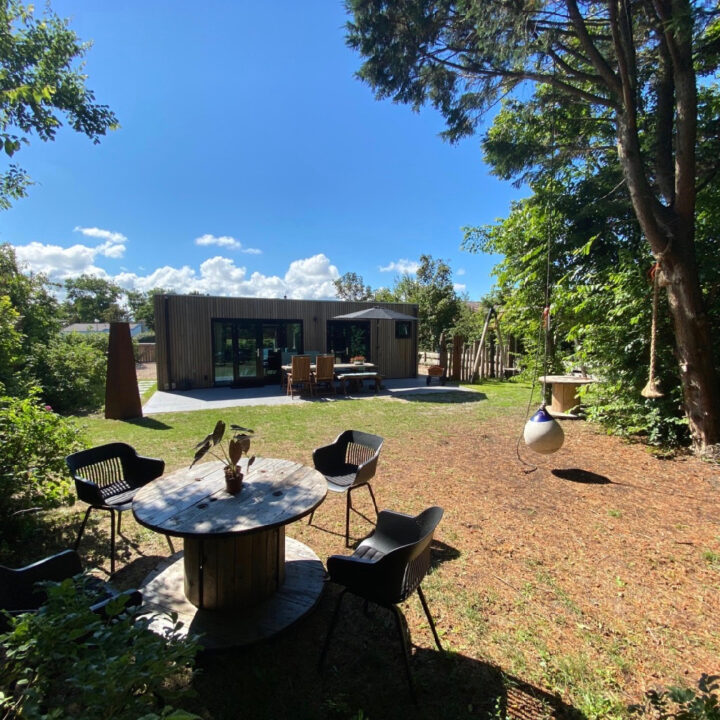 Het vakantiehuis in Callantsoog heeft een tuin met veel speelruimte
