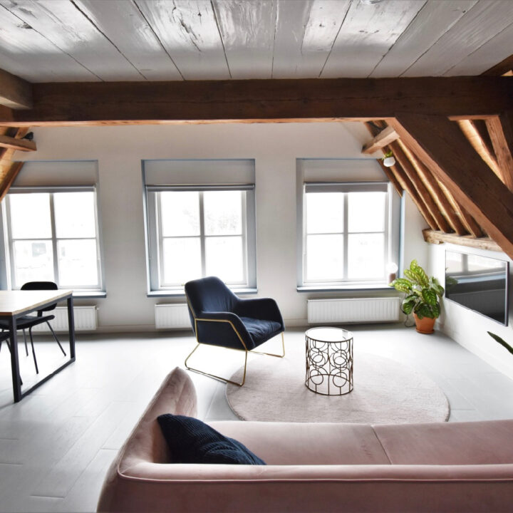 Het appartement van Number 9 in Middelburg heeft een gezellige woonkamer