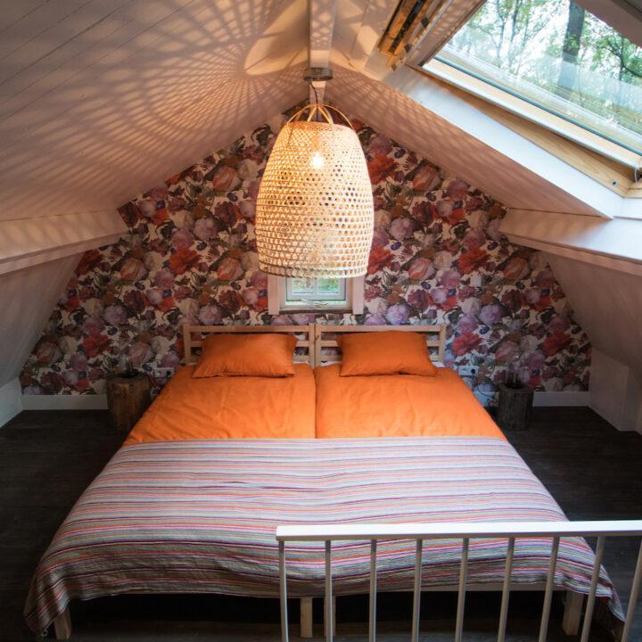 Slaapkamer op de vide Boshuisje Putten