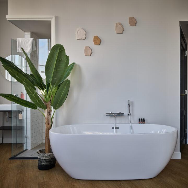 Vrijstaand bad in hotel in Deventer